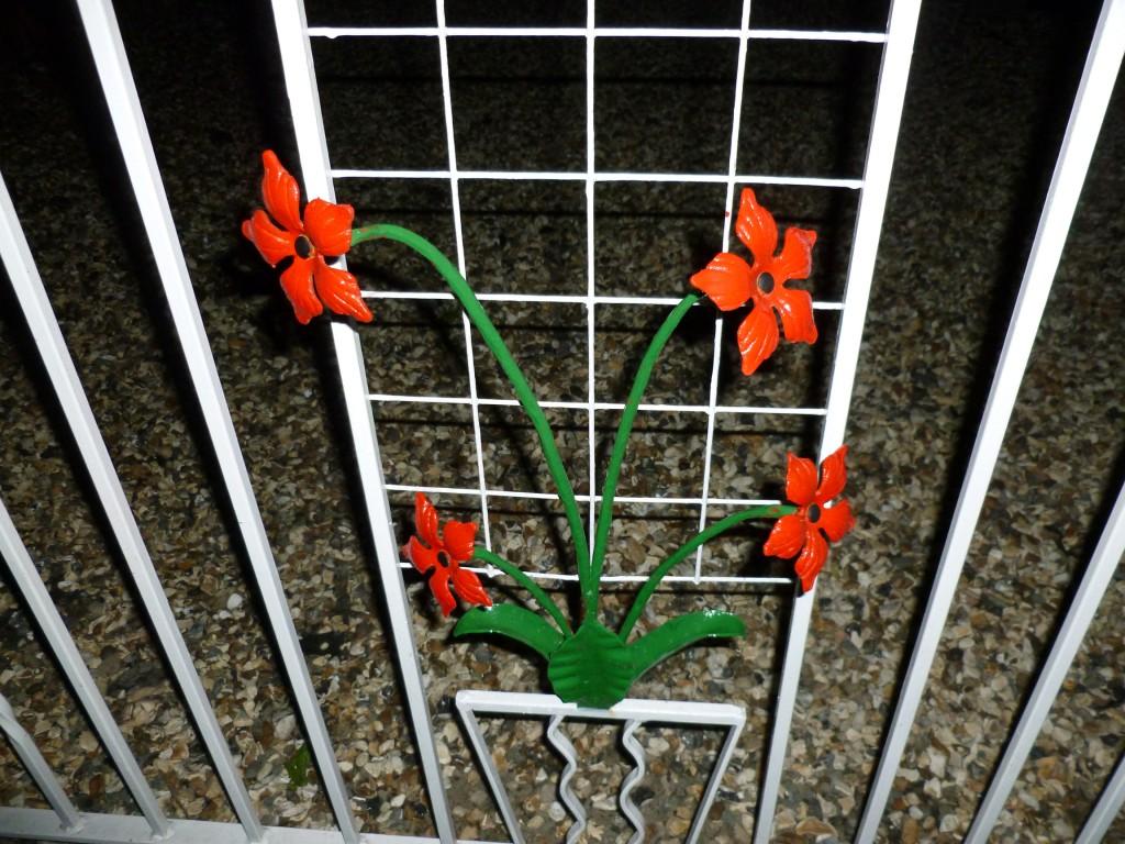 Flower Detail on Flower Design Wrought Iron Gates